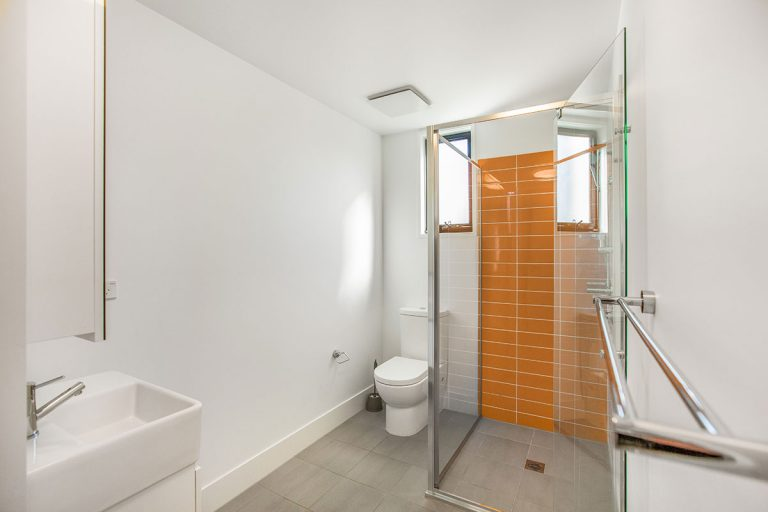3 bedroom apartments for rent Bathroom